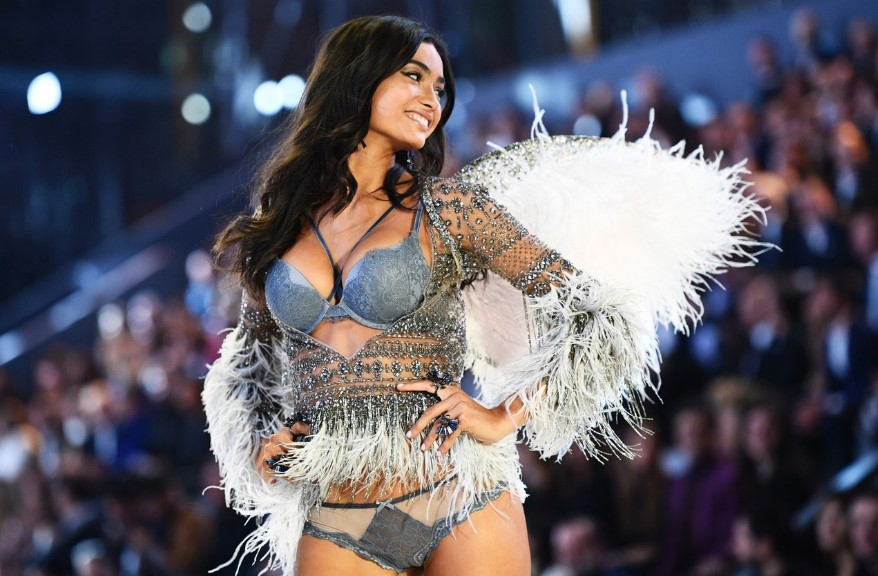 2018 Victoria's Secret Show: Behind the Glamorous Stage